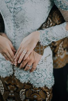 A wedding ring is a ring that the bride and groom give each other when they are married. Pre Wedding Poses, Pre Wedding Photoshoot, Wedding Shoot, Wedding Couples, Wedding Bride, Wedding Scene, Church Wedding, Wedding Engagement, Wedding Favors