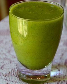 Coriander-kiwi green smoothie