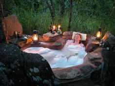 Jacuzzi idea maybe? Outdoor Bathtub, Outdoor Bathrooms, Wooden Bathtub, Outdoor Showers, Outdoor Spaces, Outdoor Living, Outdoor Decor, Jacuzzi, Hotels