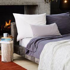 Ganzjährigen Komfort verspricht unsere elegante Flanell-Bettwäsche Montrose, mit leicht aufgerauter Oberfläche, die aus hochwertiger Baumwolle in Leinwandbindung verwoben wird. Die Bettwäsche setzt den Fokus auf das weiche Material und wird mit dezenten Reißverschlüssen an der Bettdecke und dem Kissen geschlossen. Kombiniert mit einem Bettlaken aus der Montrose Kollektion ist Ihr Bett perfekt aufeinander abgestimmt und der Schlafkomfort garantiert.