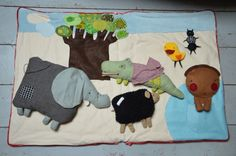 Reading mat from the children's book Le Machin Decoration Creche, Childrens Books, Apron, Kids Rugs, Album, Reading, Blog, Crafts, Images