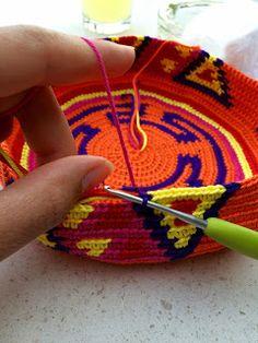 The Ligny Creations: Mochila hooks tips and tricks Diy Crochet And Knitting, Tunisian Crochet, Crochet Chart, Cute Crochet, Tapestry Bag, Tapestry Crochet, Macrame Patterns, Crochet Patterns, Mochila Crochet