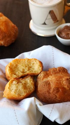 Dinkelbrötchen gesund aus nur 3 Zutaten mit Nutella und Cafe Latte