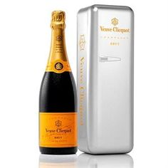 "Veuve Clicquot in a metal ""Retro"" fridge that not only looks amazing and also acts as a cooler. Rose Champagne, Champagne Bottles, Champagne Gifts, Veuve Clicquot Champagne, Retro Fridge, Christmas Gift Guide, Holiday Gifts, Sparkling Wine, Hostess Gifts"