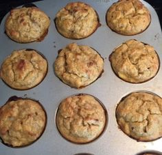 Raise your hand if you love to bake! Well I certainly do and with the weekend ahead of us, I have decided to share some of my favourite muffin recipes with you. Weight Loss Blogs, Weight Loss Snacks, Healthy Desserts, Dessert Recipes, Healthy Meals, Healthy Recipes, Chocolate Chip Muffins, Paleo Breakfast, Paleo Diet