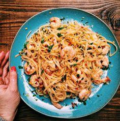 Chilli Prawn Linguine, King Prawn Linguine, Garlic Prawn Pasta, Chilli Pasta, Chilli Prawns, Linguine Recipes, Prawn Recipes, Fish Recipes, Veggie Recipes