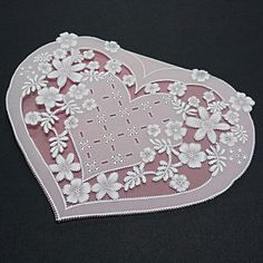 Livre Pergamano Lace Desk in Parchment Craft Miki Green