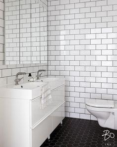 Graafiset tiililadonnat ovat upeita ihan itsessään  selkeä saniteettitila on helppo pitää siistinä! #bo_helsinki #tiililadonta #espoo…