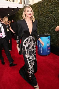 Margot Robbie sees Tonya Harding as a person whose story is worthy of being told in I, Tonya at 2018 Golden Globes Celebrity Outfits, Celebrity Look, Margot Elise Robbie, Gucci Gown, Beaded Gown, Hollywood Fashion, Red Carpet Looks, Red Carpet Dresses, Golden Globes