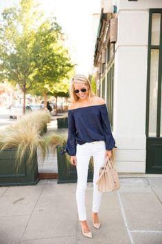 Carmenbluse kombinieren: Sommerlich mit weißer Jeans und Pumps