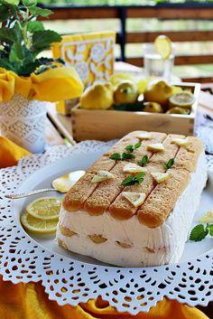A meleg ellenére is jól esik egy kis sütemény... Mondjuk citromos és hideg. Hasonlóan készült mint a tiramisu, cs...