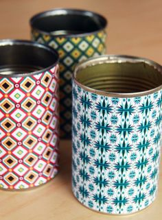 How to make colorful desk organizers for your home, office or studio, using tin cans and scrapbooking paper (free gift included inside).