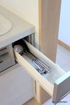 【キッチン収納】ネットで話題になったこの引き出し : ぽかぽか日和 関西・大阪 整理収納アドバイザー Konmari, Kitchen Organization, Floating Nightstand, Living Room Designs, Sink, Cabinet, Simple, Interior, House