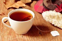 Ne jetez plus vos sachets de thé après les avoir utilisés ! Voici 7 astuces de recyclage recommandées par nos grands-mères. Tea Cups, Sachets, Tableware, Voici, Tips And Tricks, Organs Of Human Body, Dinnerware, Pouch, Tablewares