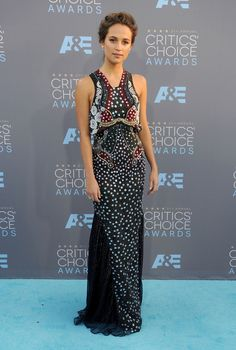 Alicia Vikander de Mary Katrantzou en los Critics' Choice Awards 2016.