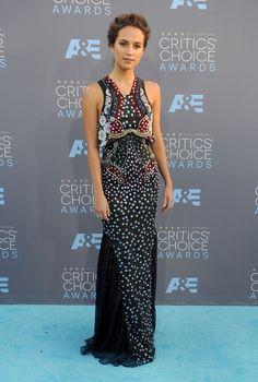 Alicia Vikander de Mary Katrantzou en los Critics' Choice Awards 2016.