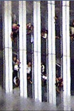 Cantor Fitzgerald - World Trade Center Attacked by Airplane Fotografia de Spencer Platt no Getty Images World Trade Center, Trade Centre, We Will Never Forget, Lest We Forget, Creepy, 11. September, Sad Day, Conspiracy Theories, Photos Du
