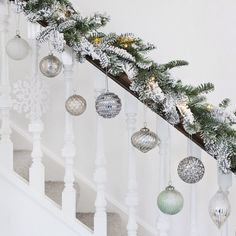 A touch of white spray paint to a lighted garland, a few neutral ornaments, and sparkly snowflakes will bring a festive look to any staircase! Christmas Tree Inspiration, Christmas Tree Design, Simple Christmas, Christmas Home, Christmas Wreaths, Christmas Crafts, White Christmas Garland, Christmas Stairs Decorations, Xmas Stairs
