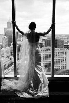 A stunning urban bridal portrait | Amy Foltz Photography