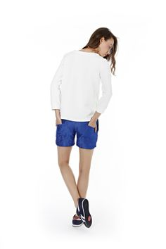 #kamilagronner #sportychic Sporty Chic, Sports Luxe, Bermuda Shorts, Spring Summer, Lifestyle, Clothes For Women, Blouse, Model, Collection