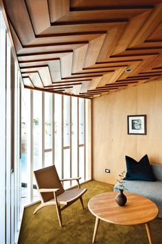 Modern lounge area with mullioned windows, herringbone ceiling and Hans J. Wegner chairs