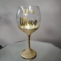 20oz Sparkling Gold Glittered Wine Perfect Gift For Any Occassion Hand Crafted Elegance. Available in variety colors. #GlitterWineGlass #BirthdayWineGlass #WineGlass #Glass #PersoanlizedGlass Glitter Wine, Gold Glitter, Custom Wine Glasses, How To Make Coasters, Makeup Brush Holders, Glam Makeup, Coaster Set, Marketing And Advertising, Group