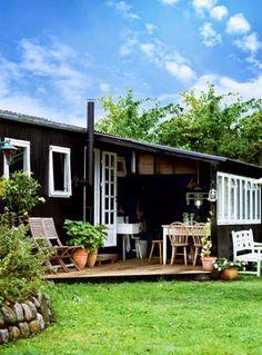 En liten gjestehytte i hagen kan være tingen for deg som bruker å ha mange gjester om sommeren og har lite plass inne. D...