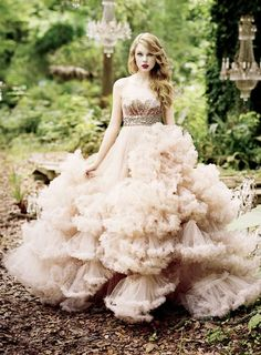 Taylor Swift recruited 'Project Runway' winner Christian Siriano for her Wonderstruck perfume commercials, wearing the designer's plush ballroom gown in the ads. I am NOT A FAN of Taylor Swift but the dress is wonderful Fairy Wedding Dress, Dream Wedding Dresses, Wedding Gowns, Fairytale Dress, Bridal Gown, Prom Dresses, Fairy Dress, Tulle Wedding, Fish Wedding