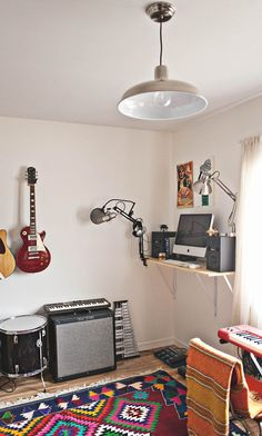 Inspiration Trendy home studio music small guest rooms ideas How to Carry a Ladder Corr Studio Room Design, Music Studio Room, Studio Interior, Interior Design, Home Music Rooms, Music Bedroom, Men Bedroom, Casa Top, Espace Design