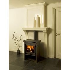 houtkachel schouw - Google zoeken Wood Stove Wall, Stove Fireplace, Log Burner, Fireplace Surrounds, Home Living Room, Home Projects, Interior Inspiration, Home Remodeling, Home Appliances