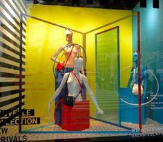 Galeries Lafayette - Janvier 2016 Galeries Lafayette Haussmann, Lafayette Paris, G Shock, Visual Merchandising, Home Appliances, Windows, Display, Glass Display Case, House Appliances