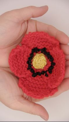 Everything's coming up Poppies! Learn how to Knit a Poppy Flower with Free Knitting Pattern and Video Tutorial by Studio Knit. #StudioKnit #knitting #knittingidea #knittedflower #knitpoppy #poppyDIY