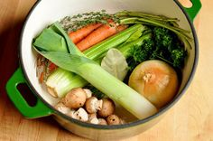 How To Make Vegetable Stock 1 to 2 onions 2 to 3 carrots 3 to 4 celery stalks 4 to 5 sprigs fresh thyme 1 bay leaf 1 small bunch parsley 1 teaspoon whole peppercorns Optional Extras: leeks (especially the green parts), fennel, tomatoes, mushrooms, mushroom stems, parsnips