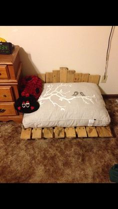 Really sweet pallet pet bed.