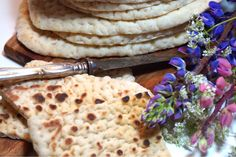 Samiskt tunnbröd, ett helt fantastiskt bröd som är lite halvtunt, lite segt och otroligt gott. Steks i en gjutjärns panna och ingen kan motstå det.