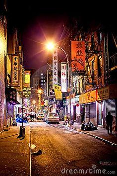 manhattan-chinatown-night-18105322.jpg (300×450)