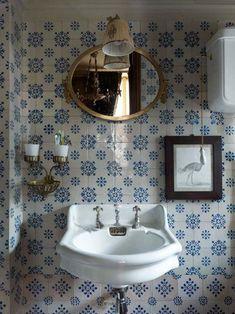 blue & white bath in Paris apartment of Laura Rimini of Studio Peregalli