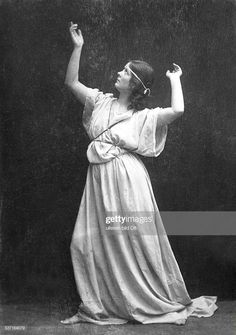 News Photo : Isadora Duncan,Isadora Duncan , Tänzerin, USA, -. Stock Pictures, Stock Photos, Isadora Duncan, Tiny Dancer, 2d Art, Dance Photography, Art Tips, Artist, Cabaret