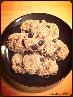 Biscuiti cu fulgi de ovaz Raw Vegan Recipes, Vegan Food, Biscuits, Deserts, Good Food, Ale, Gluten, Snacks, Cookies