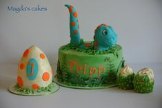 This was a little buttercream cake with RKT dino and a smash dino egg Dinosaur First Birthday, Boys First Birthday Party Ideas, Birthday Themes For Boys, Baby 1st Birthday, Boy Birthday Parties, Dino Cake, Dinosaur Cake, Dinosaur Party, Lego
