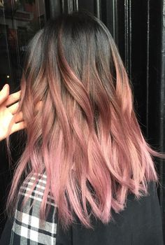 Rose Pink Hair Looks Pink hair has been a big hair colour trend for a few years and it shows no sign Brown And Pink Hair, Ombre Brown, Pink Brown, Dyed Hair Brown, Brown Ombre Hair Medium, Brown Brown, Wavy Hair, New Hair, Curly Pink Hair