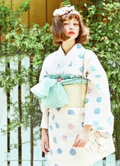 The motif on this yukata could be wisteria, willow branches or some kind of nadeshiko flower, but it's pretty hard to tell. Japanese Costume, Japanese Kimono, Japanese Girl, Japanese Geisha, Japanese Outfits, Japanese Fashion, Costume Japonais, Kimono Yukata, Cute Kimonos
