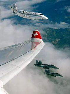 """Swiss Airbus A330-343X, two F/A-18 Hornets and Cessna 560 XL Citiation Excel """"Bundesrats-Jet"""" from Swiss Air Force"""