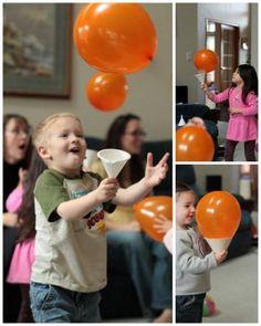 Tolles Kindergeburtstagsspiel: Fang den Ballon. Noch mehr Ideen gibt es auf www.Spaaz.de