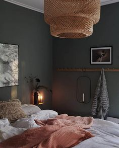Dunkle Wand Schlafzimmer chic decor diy hippie How To Decorate Your Room According To Your Neo-Bohemian Personality Retro Home Decor, Cheap Home Decor, Dream Bedroom, Home Decor Bedroom, Warm Bedroom, Trendy Bedroom, Green Bedroom Walls, Bedroom Interiors, Master Bedrooms