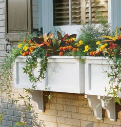Garten Designs mit Dekoration von Blumenkasten am Fenster