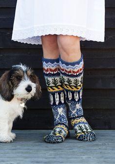 Mökkisukkien kuvio | Kodin Kuvalehti Wool Socks, Knitting Socks, Hand Knitting, Cable Knitting Patterns, Thigh High Socks, Leg Warmers, Mittens, Knit Crochet, Fashion Trends