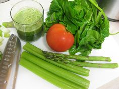 2 Handfuls spinach leaves  1 Medium tomato  2 Stalks asparagus  3 Stalks celery