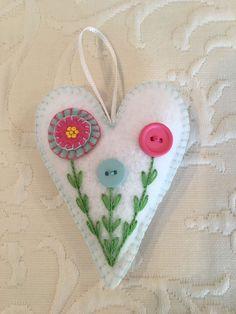 Felt crafts felt ornament Valentine heart flowers made by Janis Felt Crafts Diy, Felted Wool Crafts, Felt Diy, Fabric Crafts, Felt Christmas Decorations, Felt Christmas Ornaments, Felt Embroidery, Felt Applique, Valentine Crafts