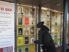 Bib To Go KøgeBibliotekerne har med stor succes indrettet et fantastisk, virtuelt bibliotek på Borup Station. På reolerne står bestsellere side om side med klassikere. Hver bog har sin unikke QR-kode. Så kan pendlerne bruge deres smartphones og tablets til at downlåne e-bøger, som de kan tage med i toget.